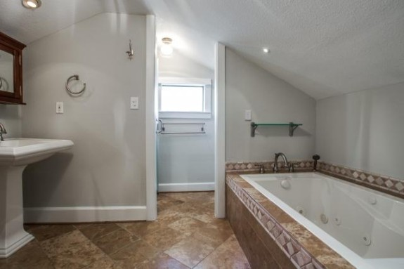 411 Montclair master bath 2