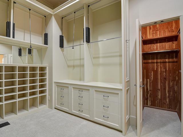 4236 Lorraine closets