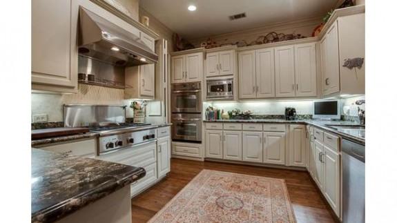 4237 Tomberra Kitchen
