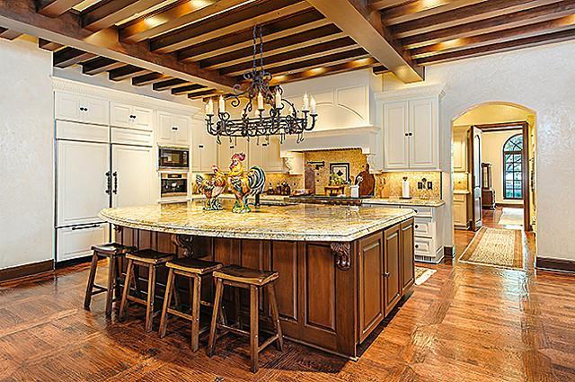 4332 Bordeaux kitchen