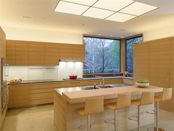 4610 Wildwood kitchen