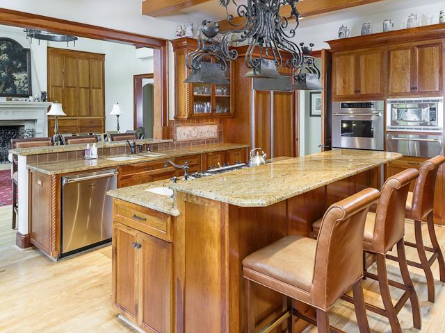 4631 Valley Ridge kitchen1