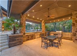5006 Brazos cabana swim up bar