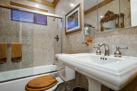 5029 Pershing Bath