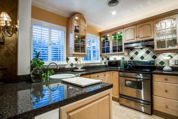 5029 Pershing Kitchen