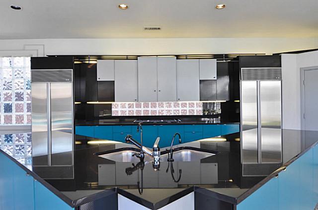 5108 Silver Lake Drive kitchen