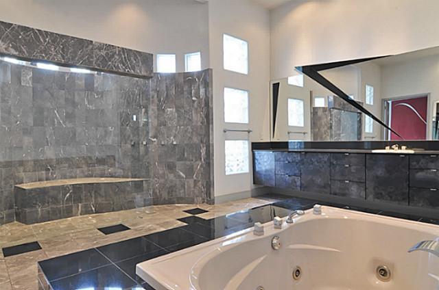 5108 Silver Lake Drive master bath