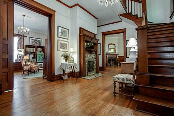 Victorian Foyer : Thursday three hundred this gorgeous mckinney farmhouse