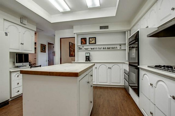 5333 Walnut Hill Lane kitchen
