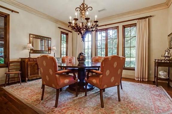 5433 Falls dining room