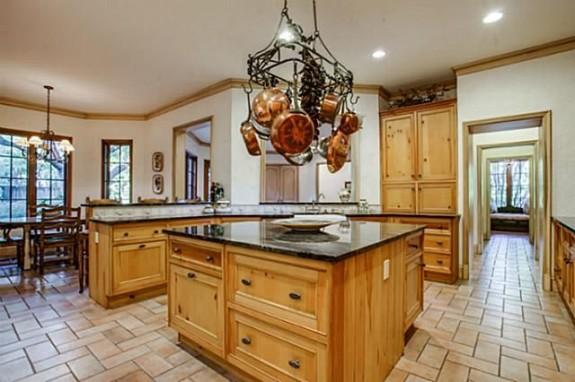 5433 Falls kitchen 2