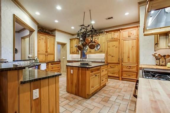 5433 Falls kitchen