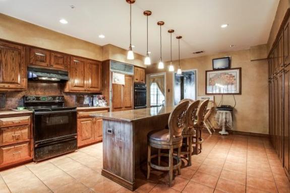 5444 Northbrook kitchen