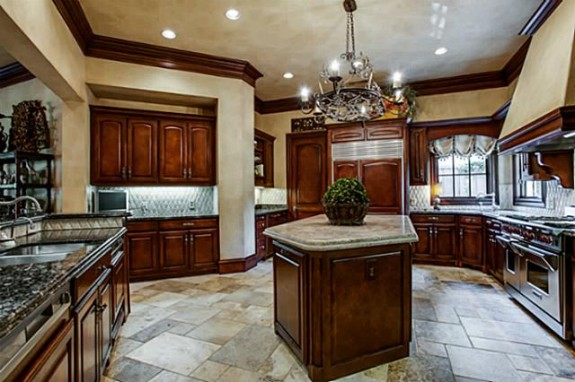 5549 Fallas kitchen 1