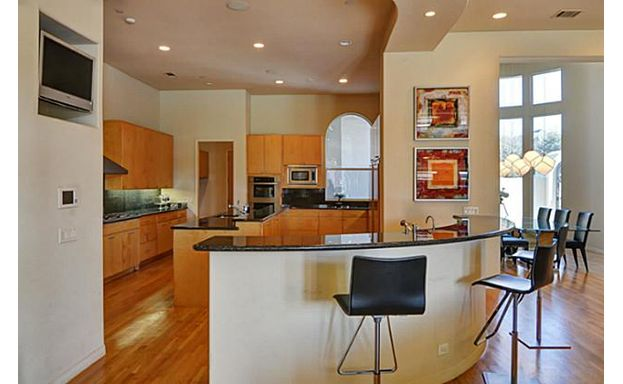 5771 Chamberlyne Drive kitchen