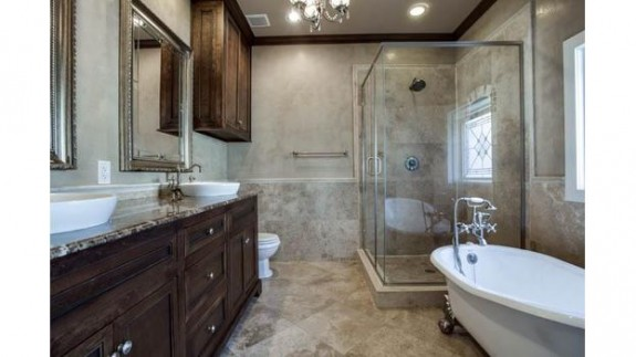 5841 Morningside Master Bath