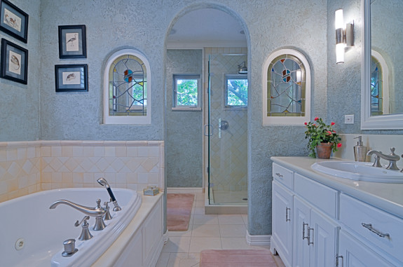618 N. Brookside Master Bath