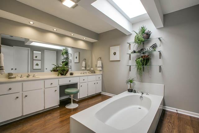 618 Tiffany master Bath