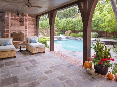 6239 Park Lane patio