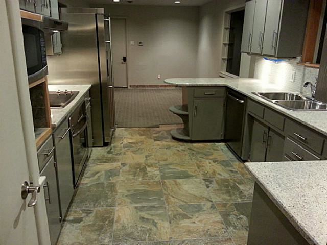 6270 Saratoga kitchen