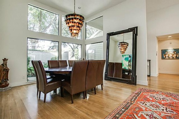 6406 Forest Creek dining