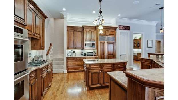 6414 Deloache Kitchen