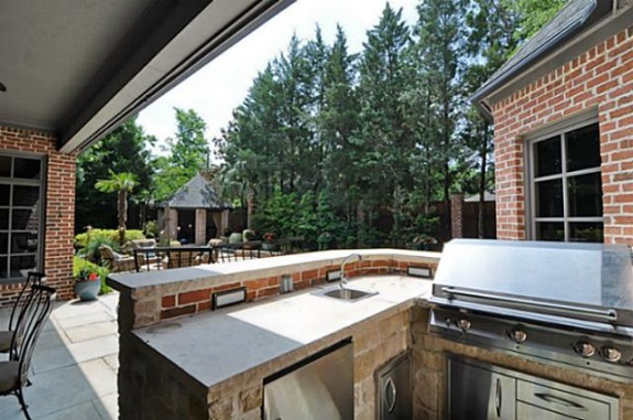6424 Mimosa outdoor kitchen 2 Mike Modano