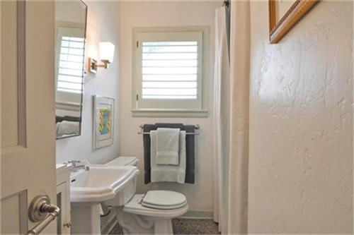 6843 Coronado Bath