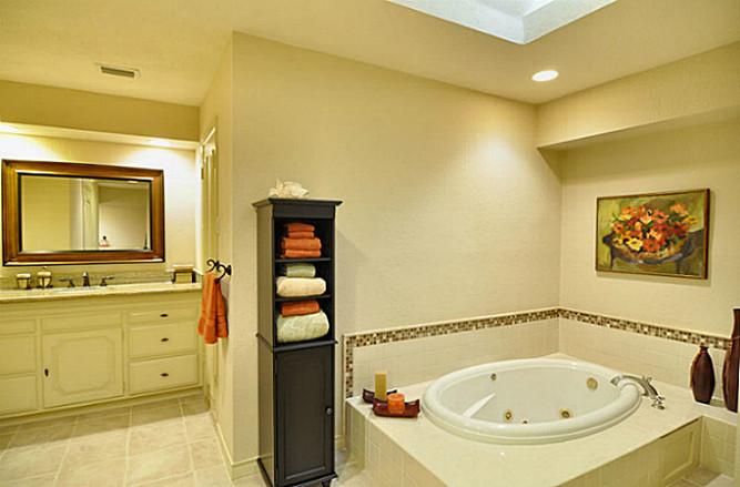 6879 Mossvine master bath