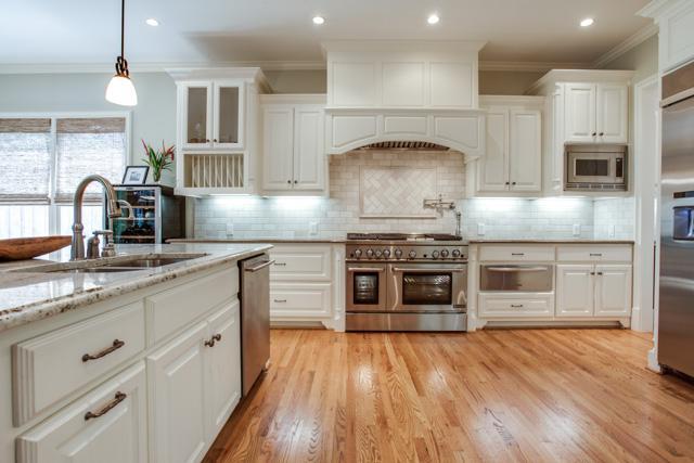 6918 Meadow Lake Kitchen