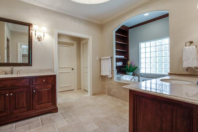 6918 Meadow Lake Master Bath