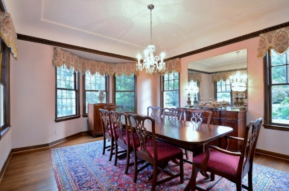 6935 Lakeshore dining room