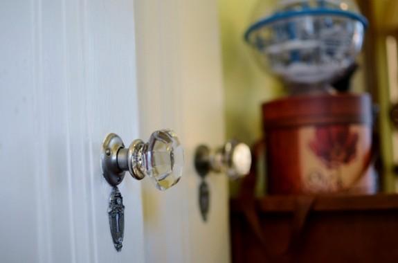 6935 Lakeshore gladd doorknob