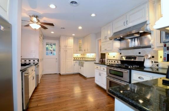 6935 Lakeshore kitchen 1