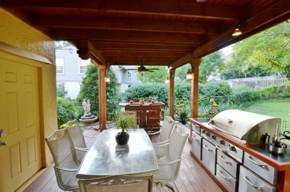 6935 Lakeshore porch BBQ
