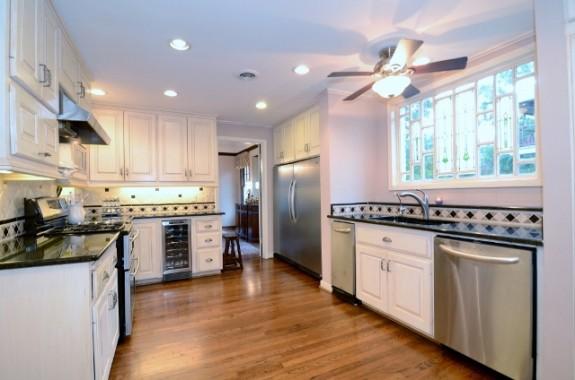 6935 Lakewood kitchen 2