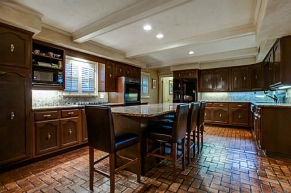 7108 Briarmeadow Kitchen