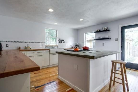 7125 Haverford kitchen