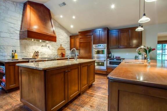 7151 Greentree Kitchen