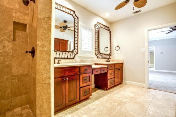 7707 Northaven Master bath
