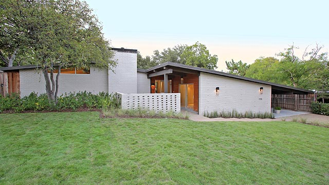 This mid century modern north dallas ranch really puts the for Mid century modern ranch house plans