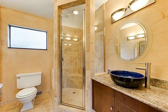 7723 Northaven bathroom