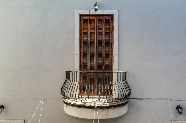 8211 Inwood balcony