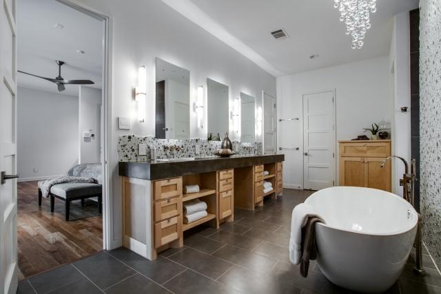 Don 39 t miss this open house bluffview beauty that loves for Bathroom design kettering