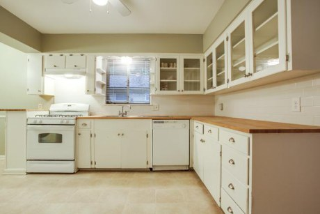 8705 Vinewood Kitchen