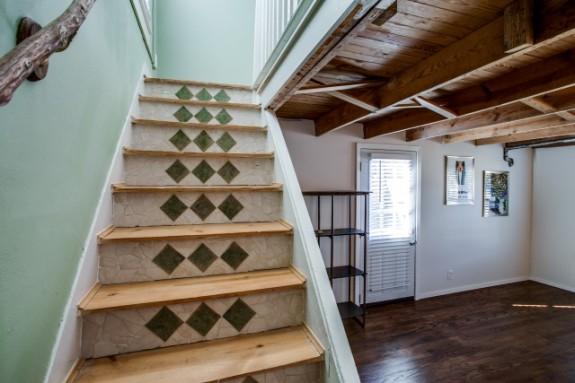 8934 Eustis Staircase