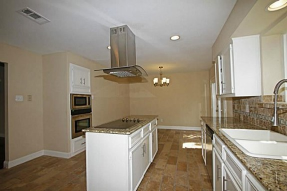 9131 Gunnison Kitchen