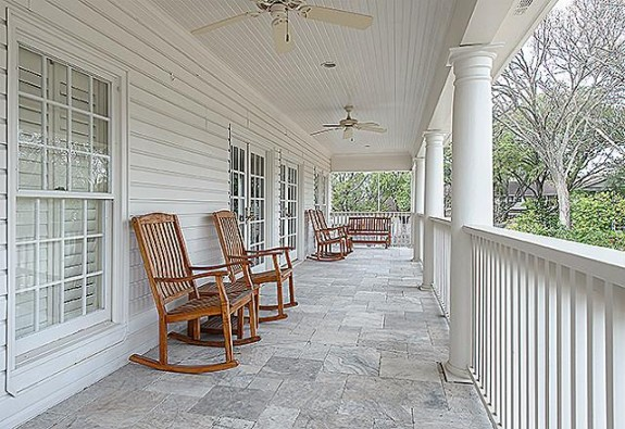 9346 Sunnybrook veranda