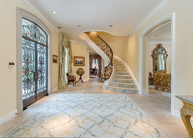 9434 Alva CT foyer
