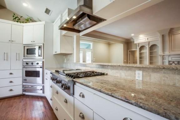 9623 Windy Terrace Kitchen 2